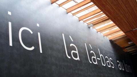 Sylvie-Blocher-Ici-la-la-bas-au-loin-2007-Vue-2_gallery-full
