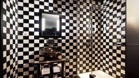 0290017105297500-c2-photo-oYToyOntzOjE6InciO2k6NjU2O3M6NToiY29sb3IiO3M6NToid2hpdGUiO30=-salle-de-bain-joker-hotel-original-stella-cadente