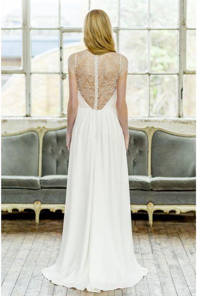 """Robe de mariée """"Nora"""", haut en dentelle effet bustier, de 2200 à 3200 euros, Oh Oui by Atelier Anonyme."""