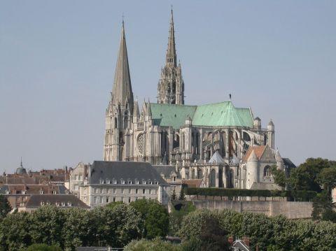 2 - Notre-Dame de Chartres est considérée comme une des cathédrales gothiques les mieux conservées et les plus représentatives de ce style d'architecture. Sur le pavage de la nef, on trouve un labyrinthe de pierres blanches. iStock